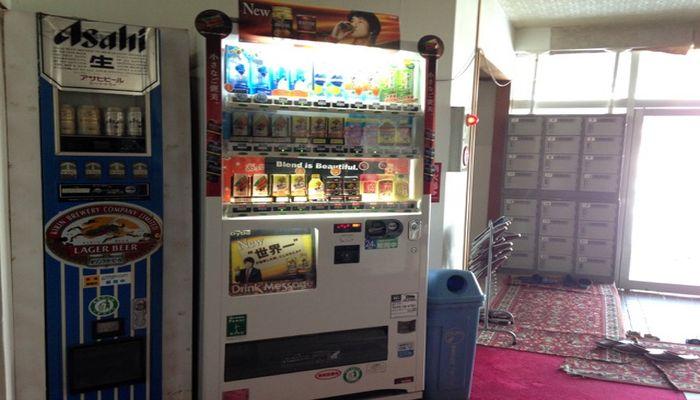 缶ビールと缶ジュースの自販機