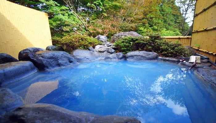 青い温泉(露天風呂)