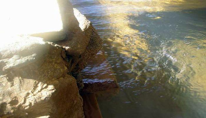 メタケイ酸を多く含む温泉
