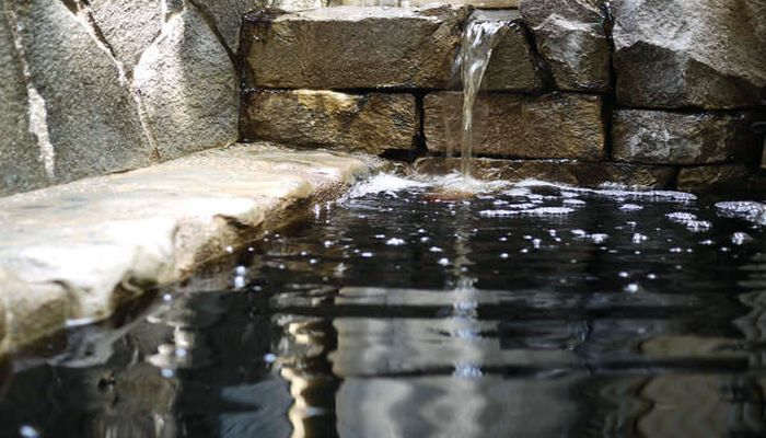 琥珀色の温泉