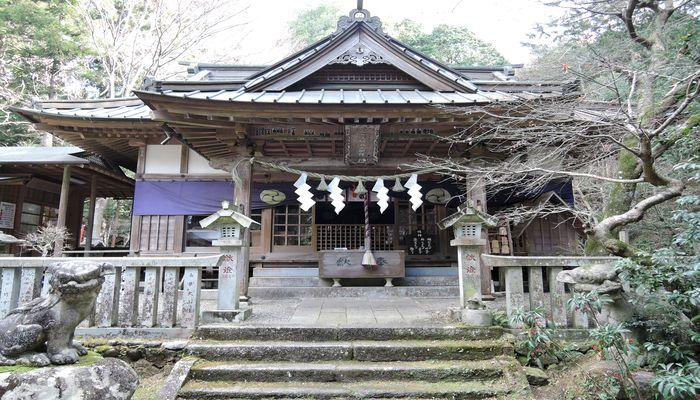 五所駒瀧神社(拝殿)