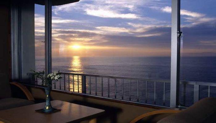 客室から望む朝日