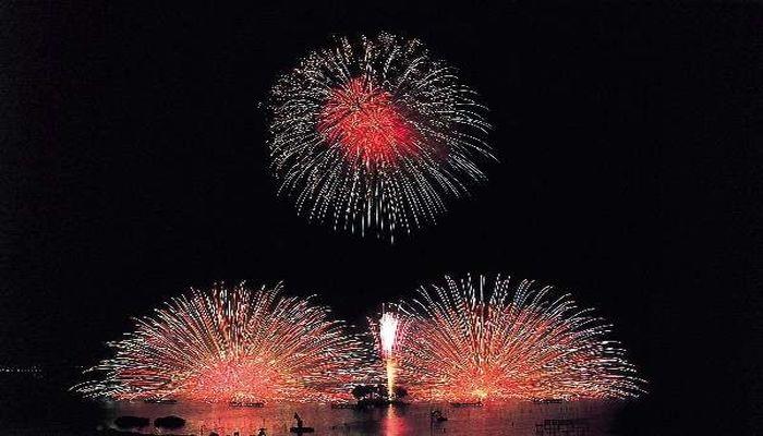 湖畔の花火大会