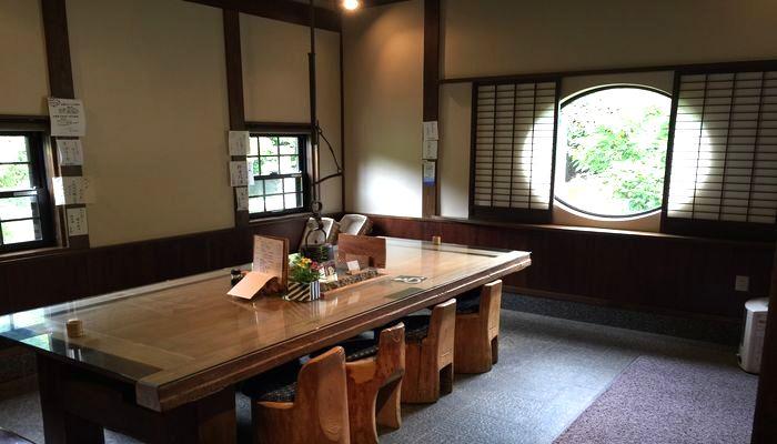 かみやまのテーブル席