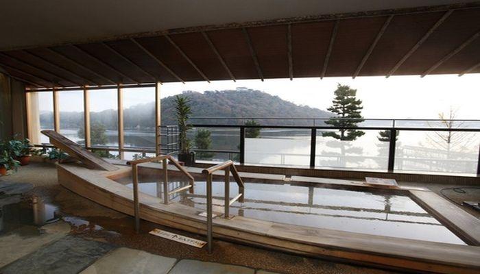 舟形の湯船
