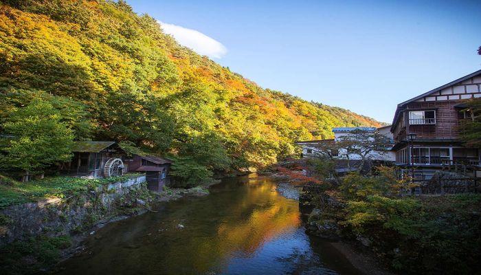 紅葉の水車小屋