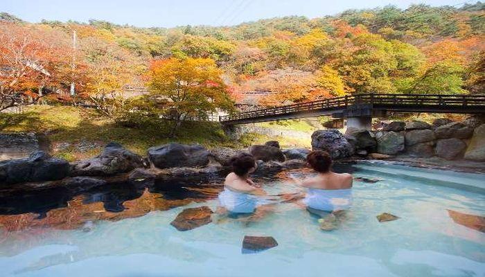 紅葉の混浴露天風呂