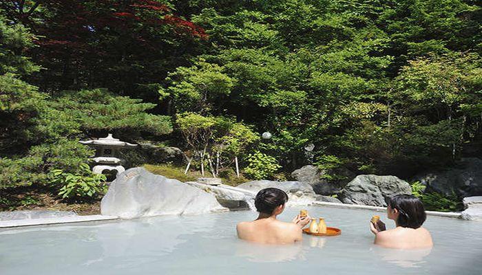 にごり湯の露天風呂