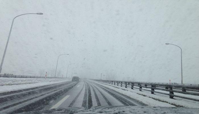 雪の東北自動車道