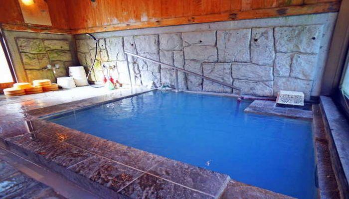 青い温泉(内湯)