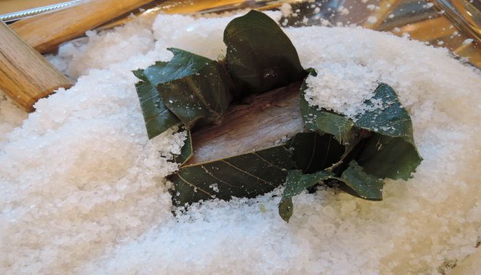 朴葉に包まれた牛肉