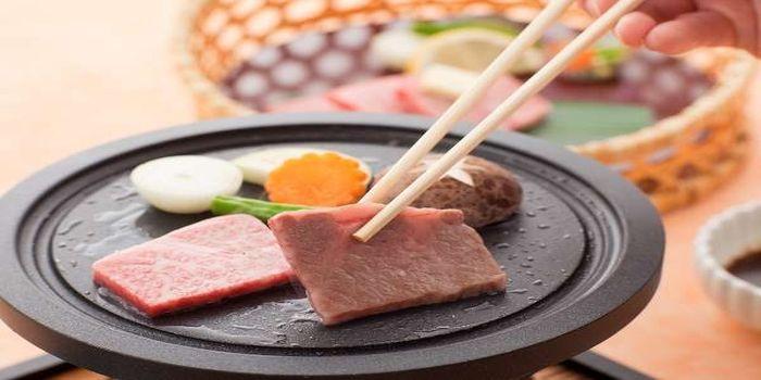 前沢牛の陶板焼き