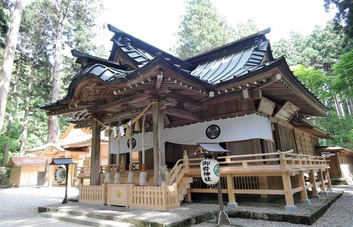 御岩神社(拝殿)