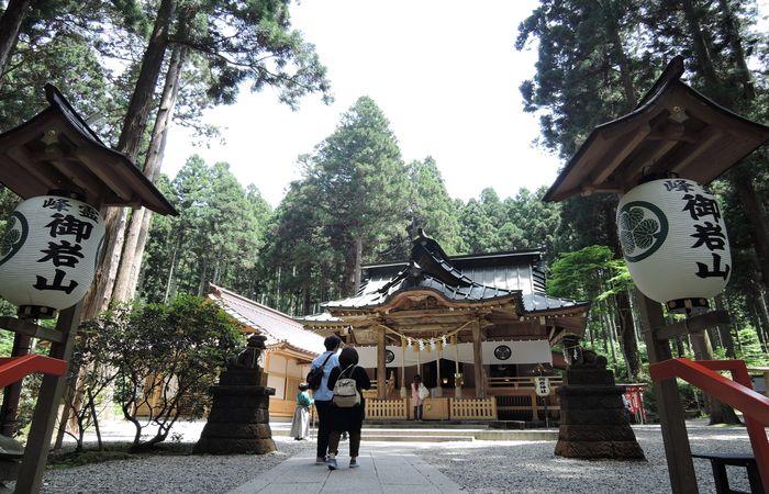 御岩神社(参集殿)