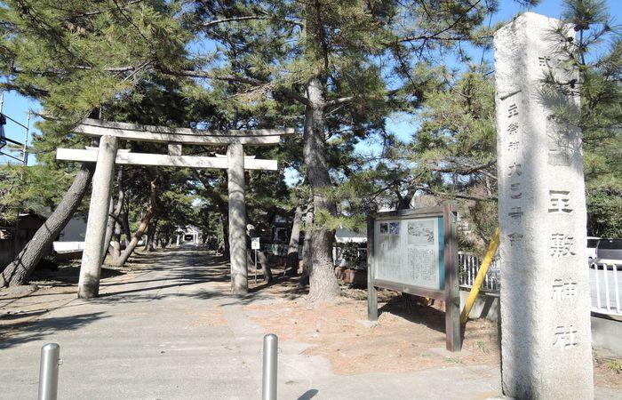 玉敷神社(社号標)