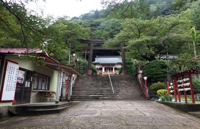 藤原町護国神社|鳥居前