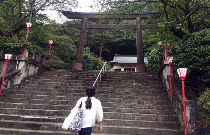 藤原町護国神社|鳥居前の石段