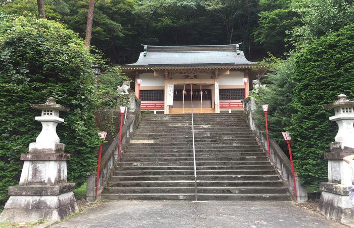 藤原町護国神社|拝殿前