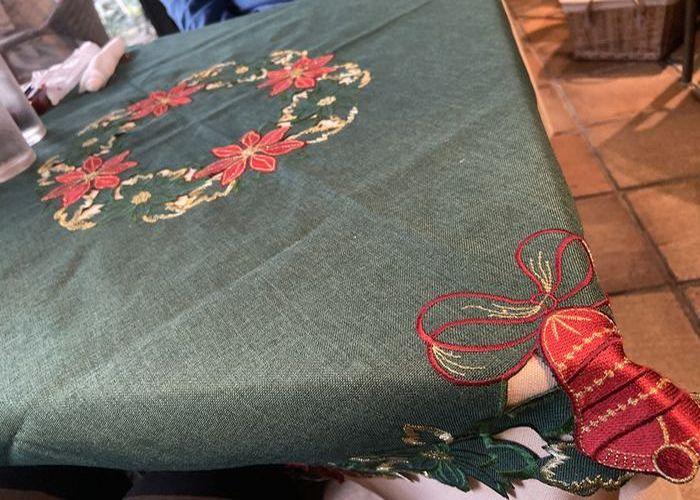クリスマス柄のテーブルクロス