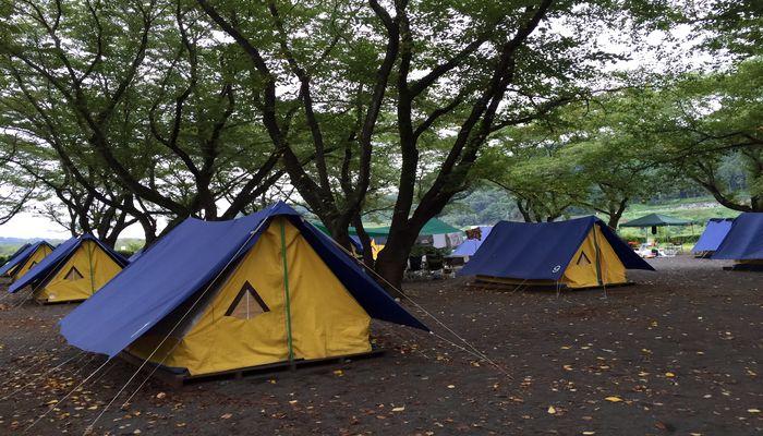 キャンプ場の常設テント