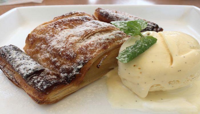 アップルパイのアイスクリーム添え
