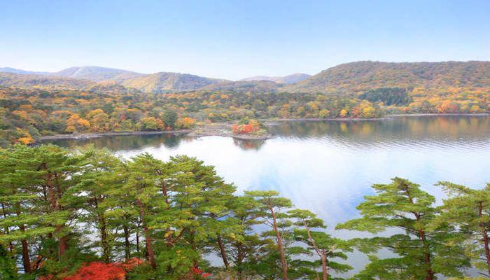 紅葉の桧原湖