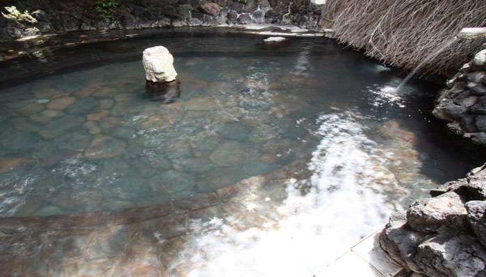 露天風呂の浅間石
