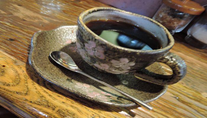 陶磁器のコーヒーカップ